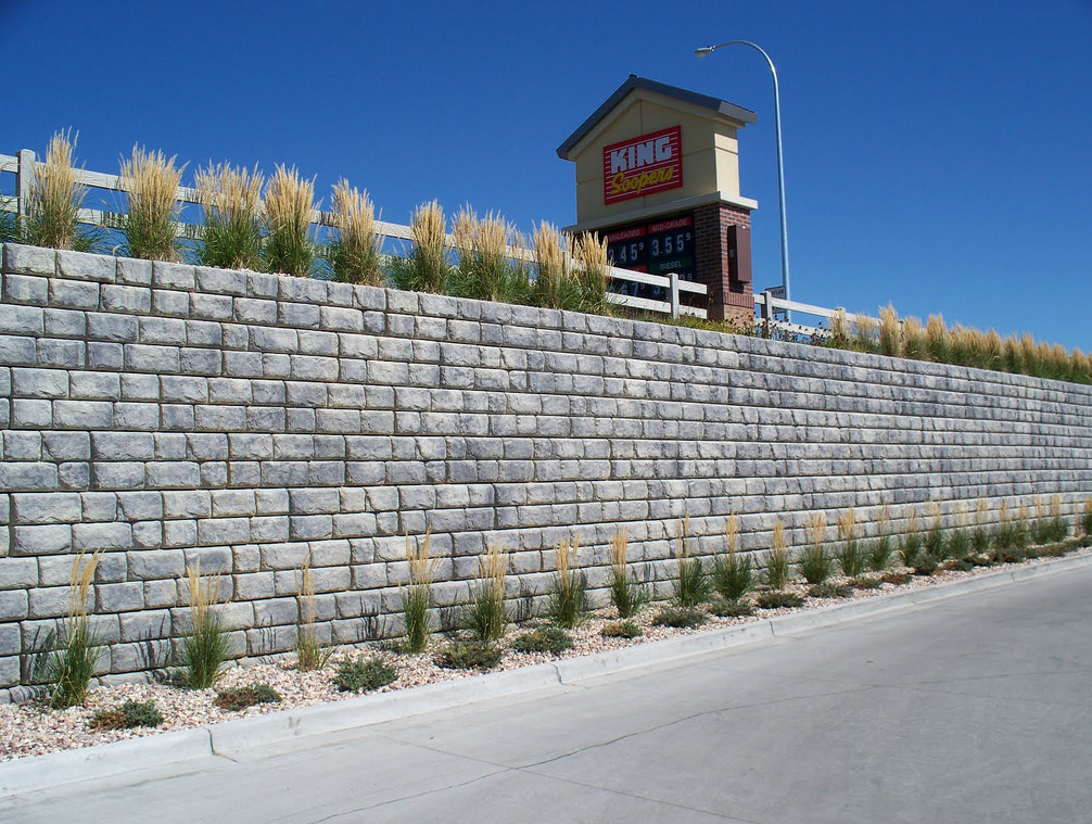 An image of finished retaining wall in Diamond Bar.